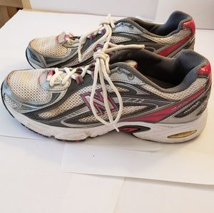 Size 9 1/2 Women's New Balance Shoes